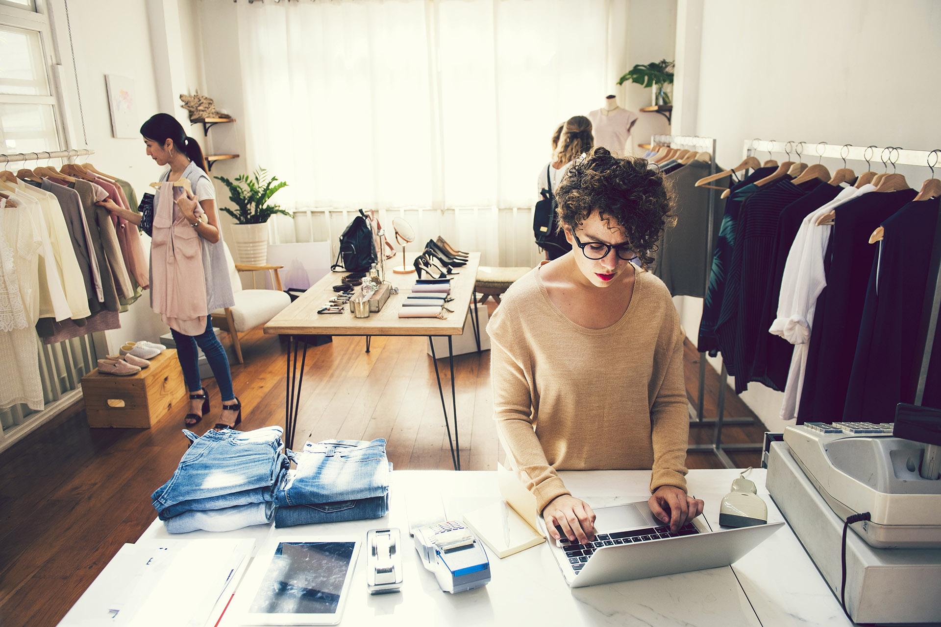 jak założyć sklep odzieżowy internetowy